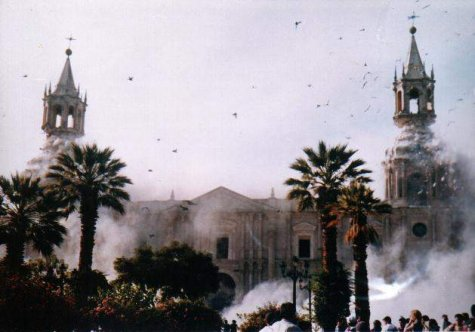 Arequipa Cathedral shaken by the quake